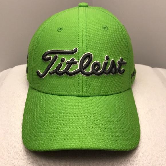 95e7872a581 Titleist Performance Tech Pro V1 Fitted Golf Cap. M 5a483a6c3b1608b2a717e2e6